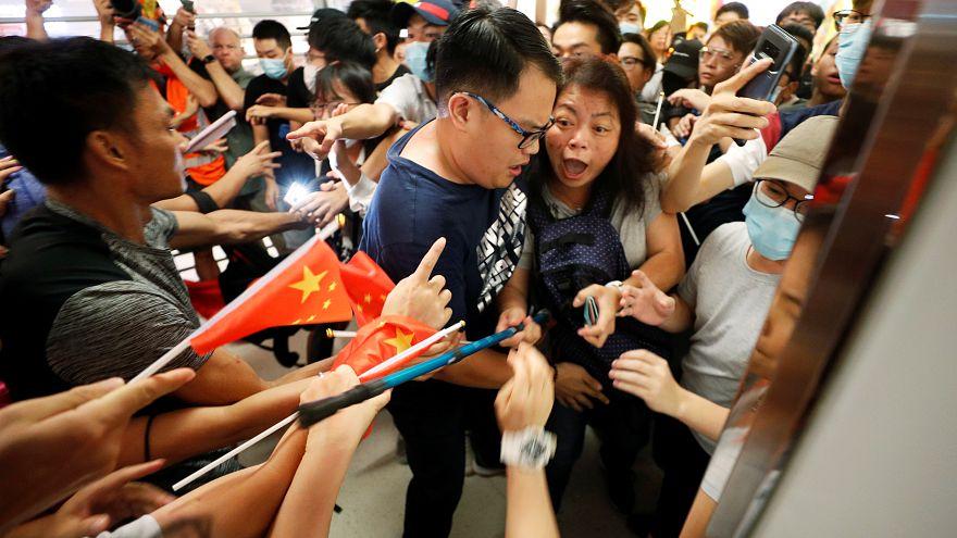ویدئو؛ تنش بین حامیان و منتقدان پکن در هنگ کنگ
