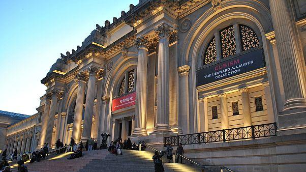 Zum ersten Mal: Künstler wohnt und zeltet neun Tage lang im Metropolitan Museum in New York