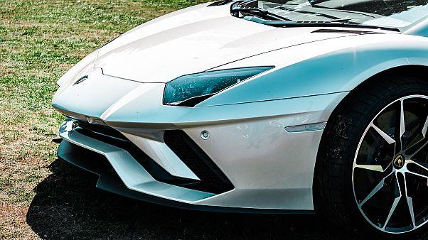 Tscheche bezahlt fast 900.000 Euro für Papst-Lamborghini