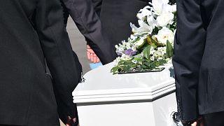 دراسة أسترالية: جسم الإنسان يستمر بالحركة بعد الوفاة