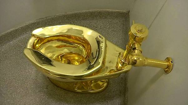 """İngiltere'de """"Amerika"""" isimli 5 milyon dolar değerindeki 18 ayar altın klozet çalındı"""