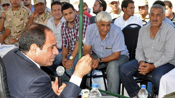 الرئيس المصري عبد الفتاح السيسي يلتقي بعدد من المهندسين والعمال. آب 2014