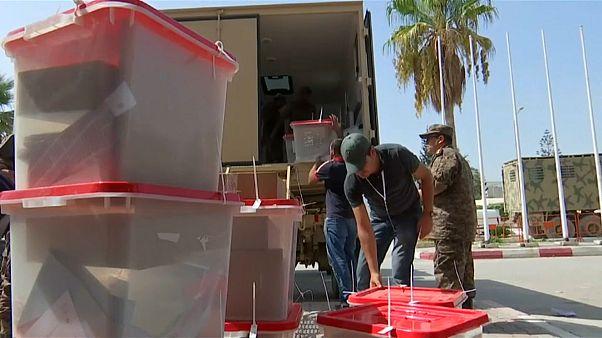 نقل صناديق الاقتراع عشية الانتخابات الرئاسية في تونس