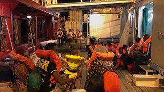 """""""Ocean Viking"""": Migranten gehen in Lampedusa an Land"""