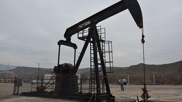 Suudi Arabistan, 2 tesise SİHA ile yapılan saldırıdan sonra  petrol üretimini geçici olarak durdurdu