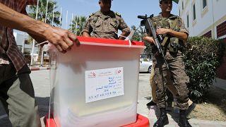 فتح مكاتب التصويت لانتخاب رئيس جديد لتونس يختاره 7 ملايين ناخب