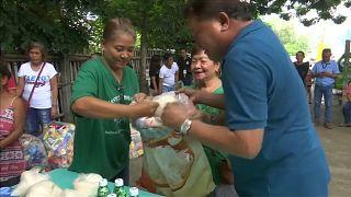 1 Kilo Reis für 2 Kilo Plastik: Dorfbewohner tauschen Müll gegen Lebensmittel