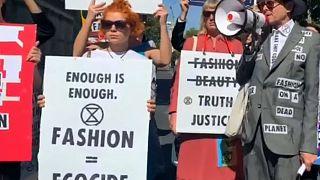 """""""Klimanotfall Mode"""" - auf der London Fashion Week"""