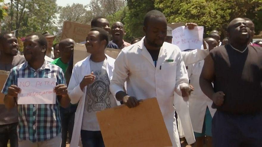 راهپیمایی پزشکان معترض در زیمبابوه