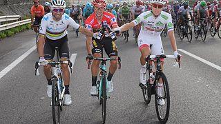 I primi tre della Vuelta 2019: Valverde (secondo), Roglic (primo), Pogacar (terzo).