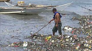 Filippine: il baratto della plastica col riso