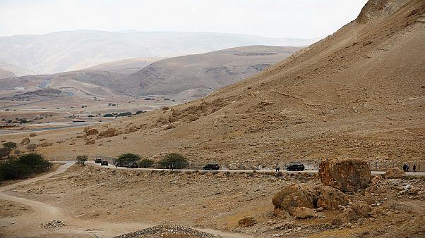 موكب لنتنياهو يغادر وادي الأردن في الضفة الغربية المحتلة حيث عقد اجتماعا لمجلس الوزارء 2019/09/15. أمير كوهين - رويترز