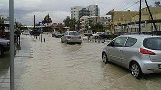 Πλημμύρισαν οι δρόμοι της Λάρνακας