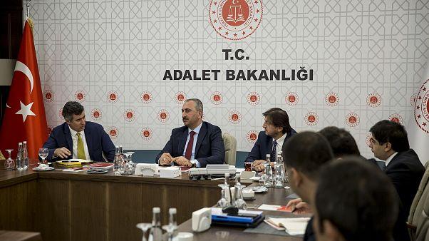 Adalet Bakanı Abdulhamit Gül Türkiye Barolar Birliği Başkanı Metin Feyzioğlu ile Yargı Reformu'na ilişkin görüş alışverişinde bulundu