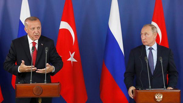 الرئيس التركي رجب طيب أردوغان و الرئيس الروسي فلاديمير بوتين خلال مؤتمر صحفي على هامش المعرض الدولي للطيران والفضاء في موسكو، روسيا، 27 أغسطس 2019