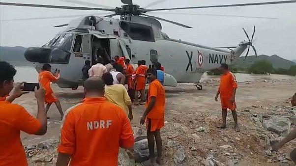 عمليات إنقاذ واسعة و جهود مستمرة للبحث عن ناجين بعد غرق مركب في الهند