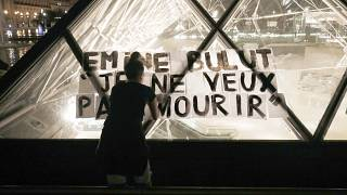 Eşi tarafından öldürülen Emine Bulut'un ismi Paris Louvre müzesine yazıldı