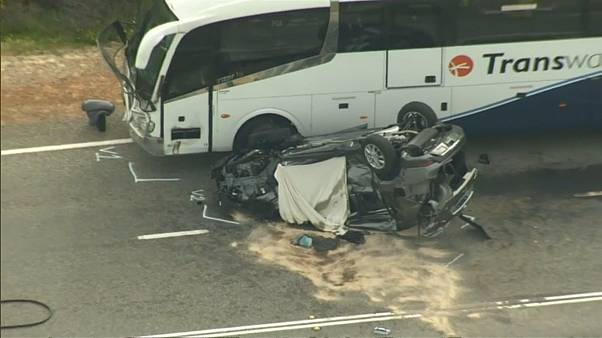 شاهد: حادث سير مروع يودي بحياة سائحتين صينيتين في أستراليا