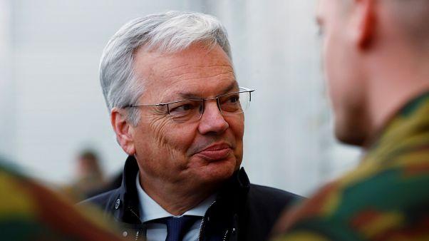 الوزير البلجيكي ديدييه رايندرز أثناء زيارته للجنود البلجيكيين في قاعدة تابا العسكرية، إستونيا 2 أبريل 2019