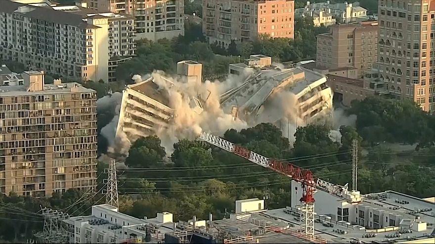 شاهد: عملية هدم أحد مباني البنوك في دالاس بالتفجير