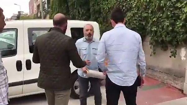 KHK'lı Yıldırım Ak Parti binası önündeki eyleminde gözaltına alındı