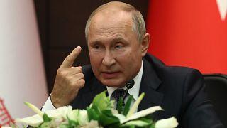 الرئيس الروسي، فلاديمير بوتين، متحدثاً خلال المؤتمر النهائي الذي جمعه بروحاني وإردوغان اليوم