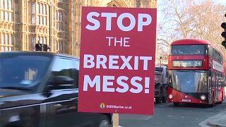 Bíróságon a brit parlament felfüggesztése