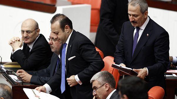Eski bakanlar Egemen Bağış, Zafer Çağlayan ve Erdoğan Bayraktar TBMM'de