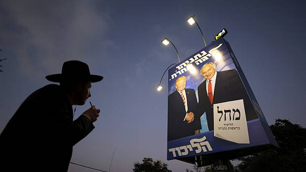 Une affiche électorale du Likoud le 11 septembre 2019 à Jérusalem présentant une photo du Premier ministre Benjamin Netanyahu au côté du président américain
