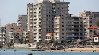 Φωτογραφίες του παραλιακού μετώπου της περίκλειστης πόλης της Αμμοχώστου από τη θάλασσα για πρώτη φορά μετά από 45 χρόνια.