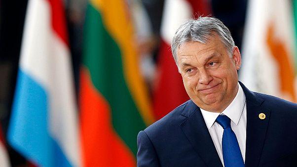 Macaristan Başbakanı Orban bütün memurlara tek tip üniforma giydirmek istiyor