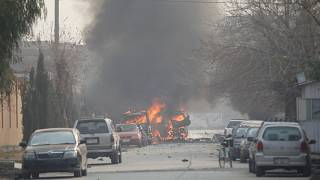 مقتل 24 شخصا في تفجير انتحاري استهدف تجمعاً انتخابياً للرئيس الأفغاني