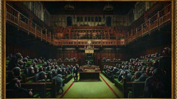 İngiliz graffiti sanatçısı Banksy'nin Devolved Parliament isimli tablosu