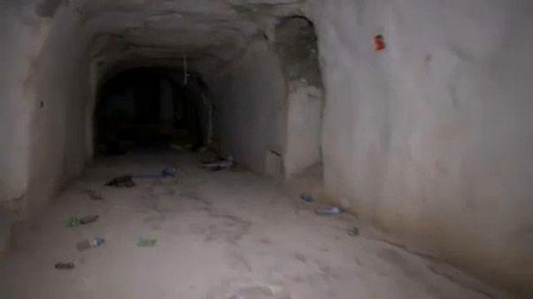 نفقٌ حفره المسلحون في بلدة خان شيخون شمال سوريا