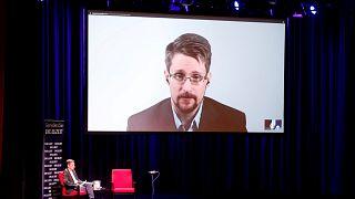 ABD Adalet Bakanlığı Edward Snowden'a dava açtı, yeni kitabının gelirlerini istedi