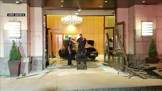 شاهد: سيارة تخترق بهو فندق ترامب بلازا في نيويورك