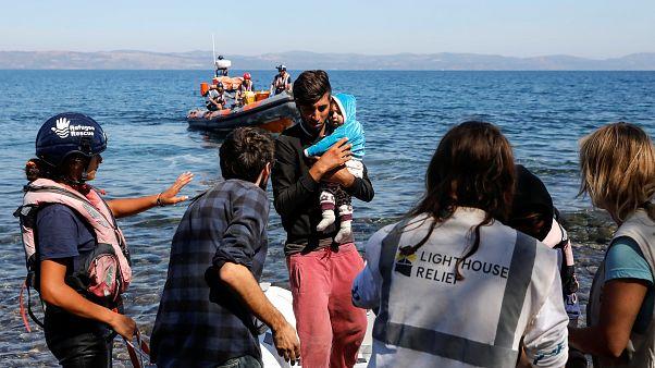 عدد من المهاجرين يصلون بحراً إلى سواحل جزيرة لسبوس اليونانية. 16/أيلول/2019
