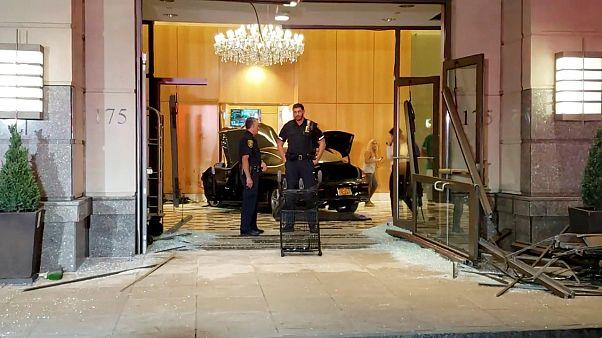 Auto rast ins Trump Plaza in New York: 3 Verletzte