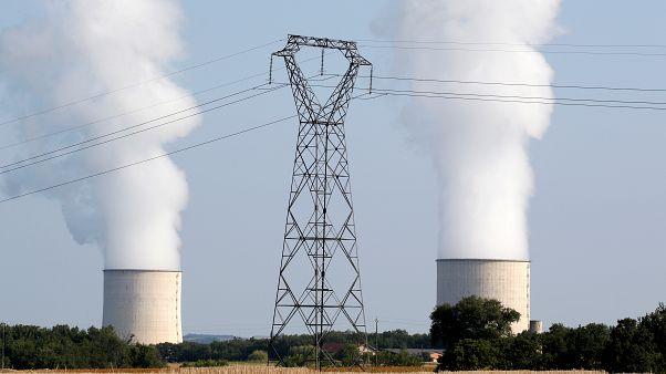 Nükleer enerji iklimi korumak için hem çok yavaş hem de çok pahalı
