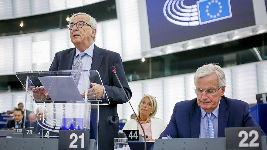 """Brexit: Juncker quer """"propostas concretas"""" de Johnson"""