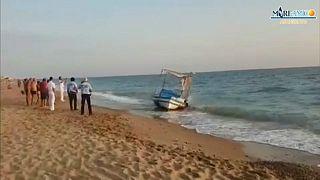 """شاهد:""""قارب أشباح"""" يصل صقيلية الإيطالية حاملاً 20 مهاجراً تونسياً"""