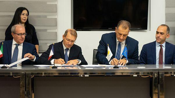 Υπουργός Ενέργειας – Υπογραφές για αδειοδότηση Τεμαχίου 7 και είσοδο Total στα Τεμάχια 2, 3, 8 και 9