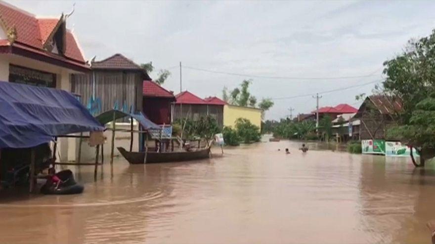 شاهد: فيضانات هائلة في كمبوديا تغمر قرىً بأكملها مخلفةً خسائر بشرية ومادية