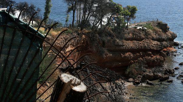Περίφραξη οικοπέδου ένα χρόνο μετά τη φονική πυρκαγιά στο Μάτι Αττικής