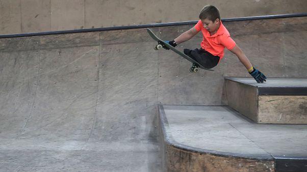 Юный скейтер без ног