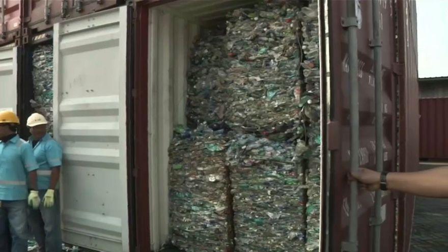 Endonezya zehirli atık içeren çöpleri Avustralya'ya iade ediyor