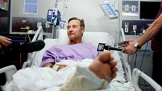 نيل باركر يتحدث إلى الصحافيين بعد تعافيه في المستشفى، بعد أن ظل يزحف في غابة أسترالية ليومين وهو جريح. 2019/09/18/ مستشفى الأميرة ألكسندرا - حقوق محفوظة