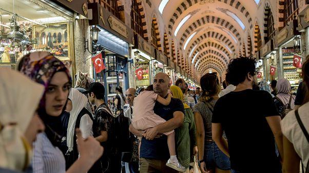 OECD, Türkiye için 2019'da büyüme tahminindeki düşüşü geri çekti, yatırımların düştüğü uyarısı yaptı