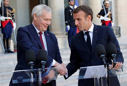 Finnish Prime Minister Antti Rinne (L) and French President Emmanuel Macron in Paris, September 18, 2019.
