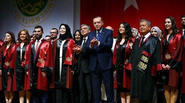Cumhurbaşkanı Erdoğan 2017 yılında İstanbul Üniversitesi Tıp Fakültesi'nde mezuniyet törenine katıldı.